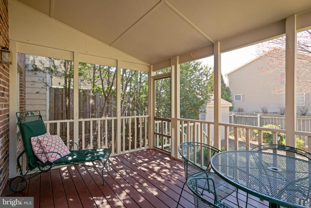 Backyard deck with screened in porch! - 1993 CIDERMILL LN, WINCHESTER