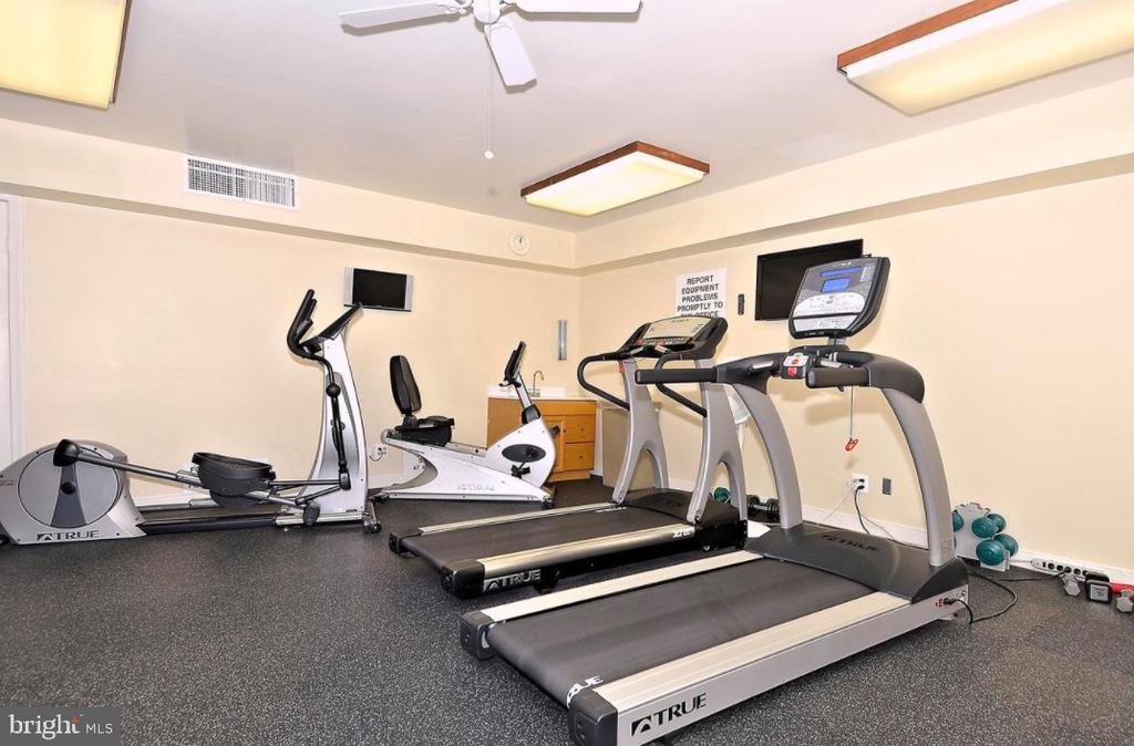 Fitness Center - 5801 EDSON LN #T1, ROCKVILLE
