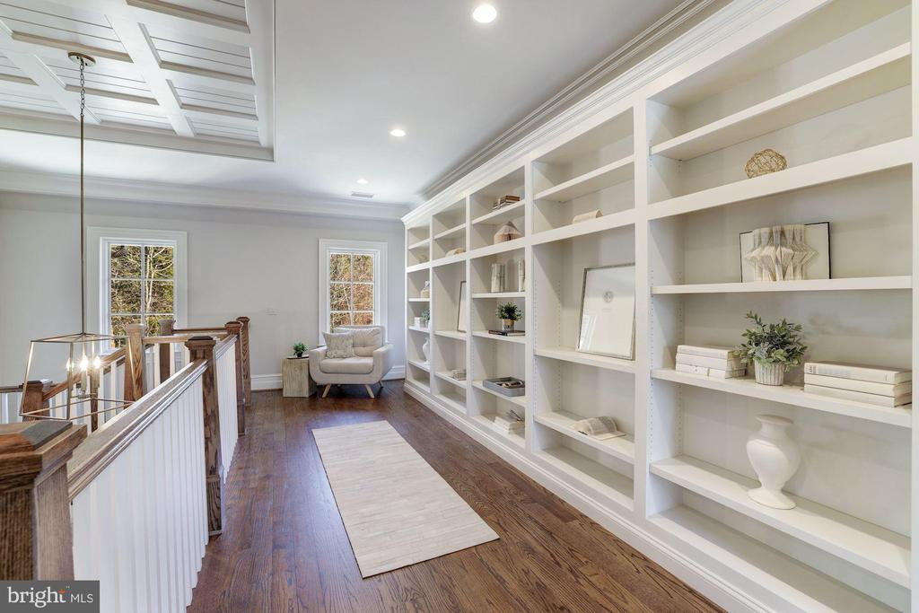 Library Reading Nook - 7720-A GEORGETOWN PIKE, MCLEAN
