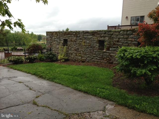 Stone Wall - 11024 OLD FREDERICK RD, THURMONT