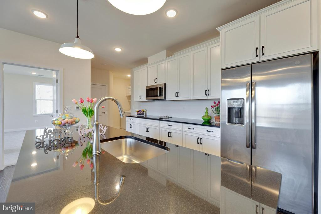 Gather around this stunning kitchen - 43091 WYNRIDGE DR #307, BROADLANDS