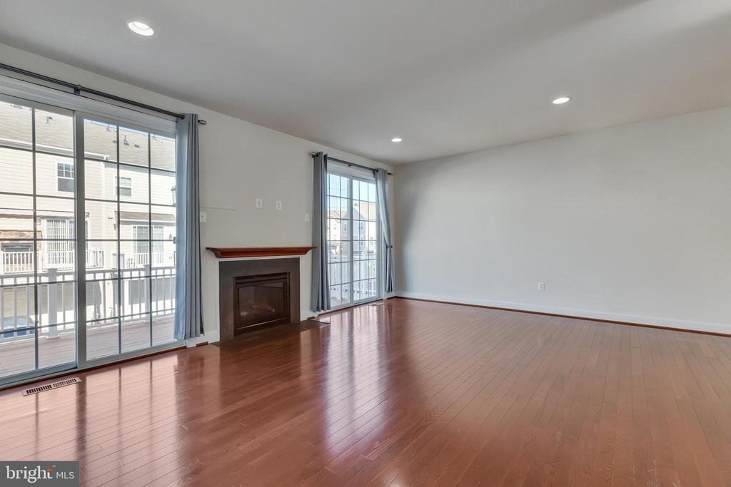 Gorgeous hardwood floors throughout the main level - 561 VAN BUREN ST, HERNDON