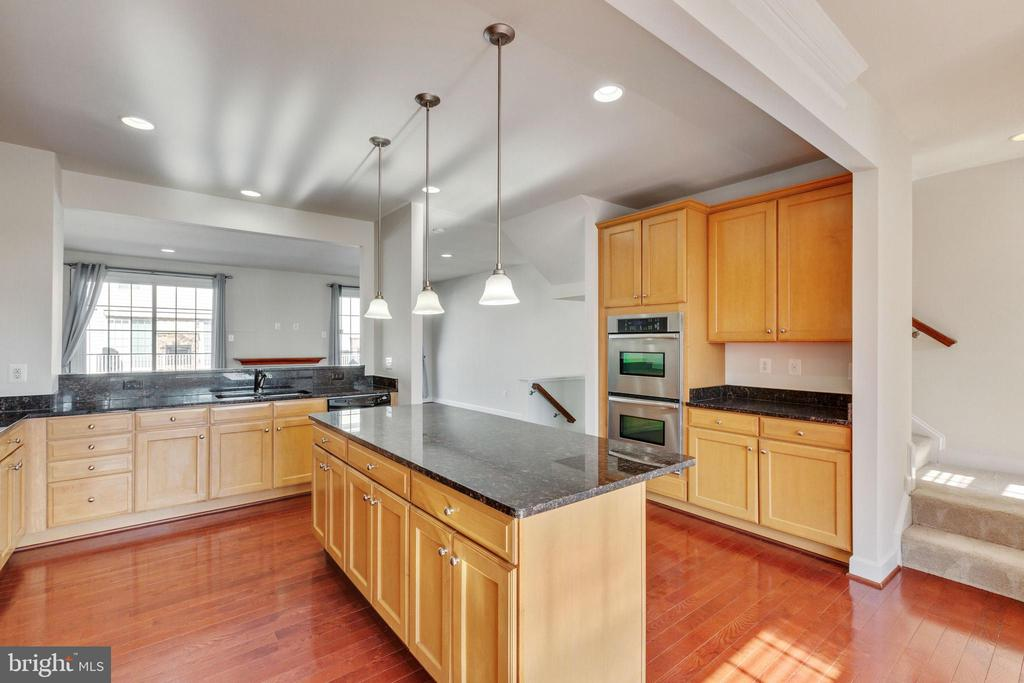 Upgraded granite countertops - 561 VAN BUREN ST, HERNDON