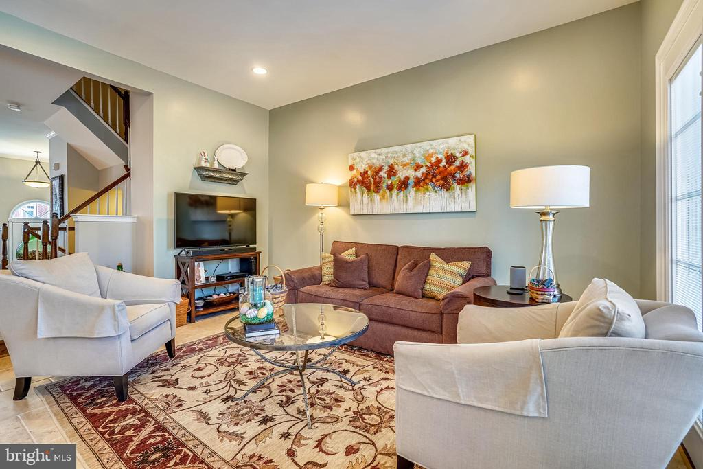 Relaxing room off of the kitchen. - 4124 TROWBRIDGE ST, FAIRFAX