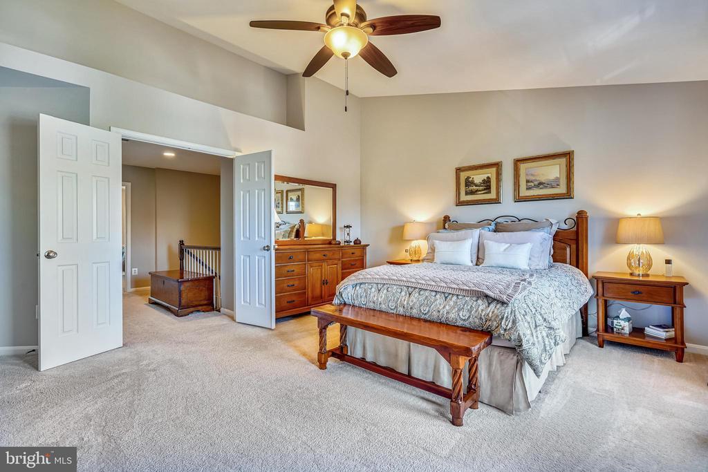 Primary bedroom w/ walk in California style closet - 4124 TROWBRIDGE ST, FAIRFAX