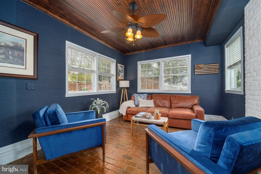 Remodeled den that looks out on patio - 3008 RUSSELL RD, ALEXANDRIA