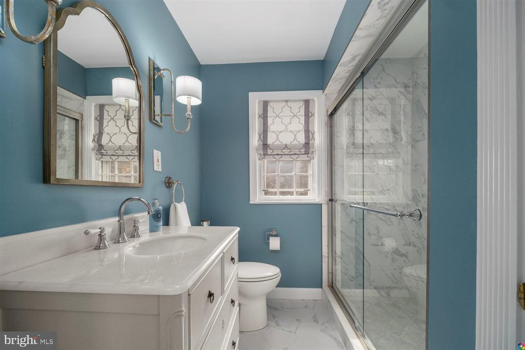 Beautifully remodeled first floor full bath - 3008 RUSSELL RD, ALEXANDRIA
