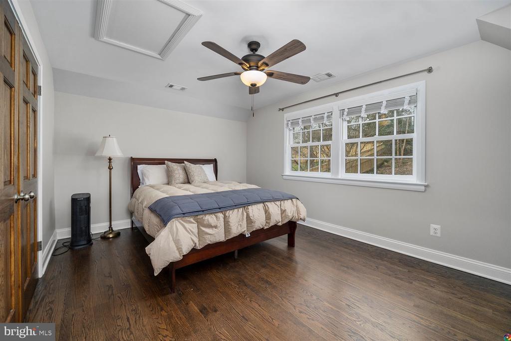 3rd UL bedroom with hardwood floors - 3008 RUSSELL RD, ALEXANDRIA