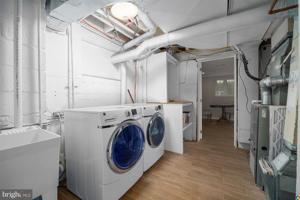 LL Laundry room with front loaders - 3008 RUSSELL RD, ALEXANDRIA