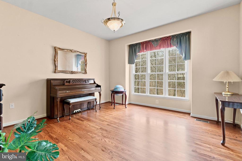 Beautiful hard wood is formal sitting room - 39 BETHANY WAY, FREDERICKSBURG