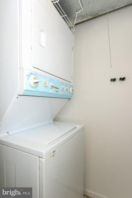 Stackable washer and dryer - 9737 HELLINGLY PL #30, GAITHERSBURG