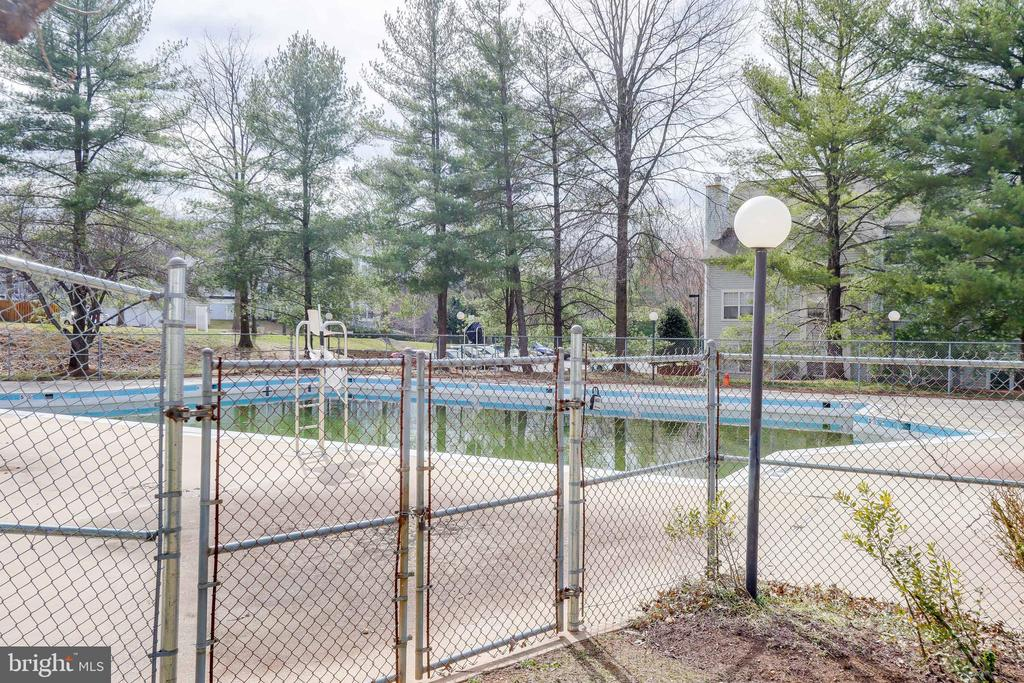 Community Pool - 9737 HELLINGLY PL #30, GAITHERSBURG