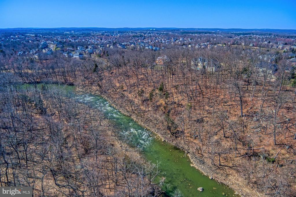 - 18688 RIVERLOOK CT, LEESBURG