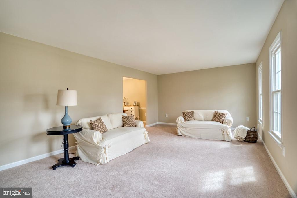 Brand new carpet throughout - 7804 ATTLEBORO DR, SPRINGFIELD