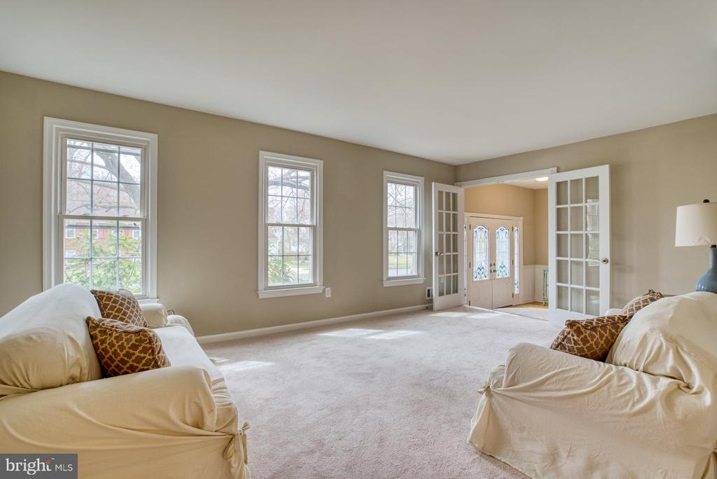 Living room or extra large office - 7804 ATTLEBORO DR, SPRINGFIELD