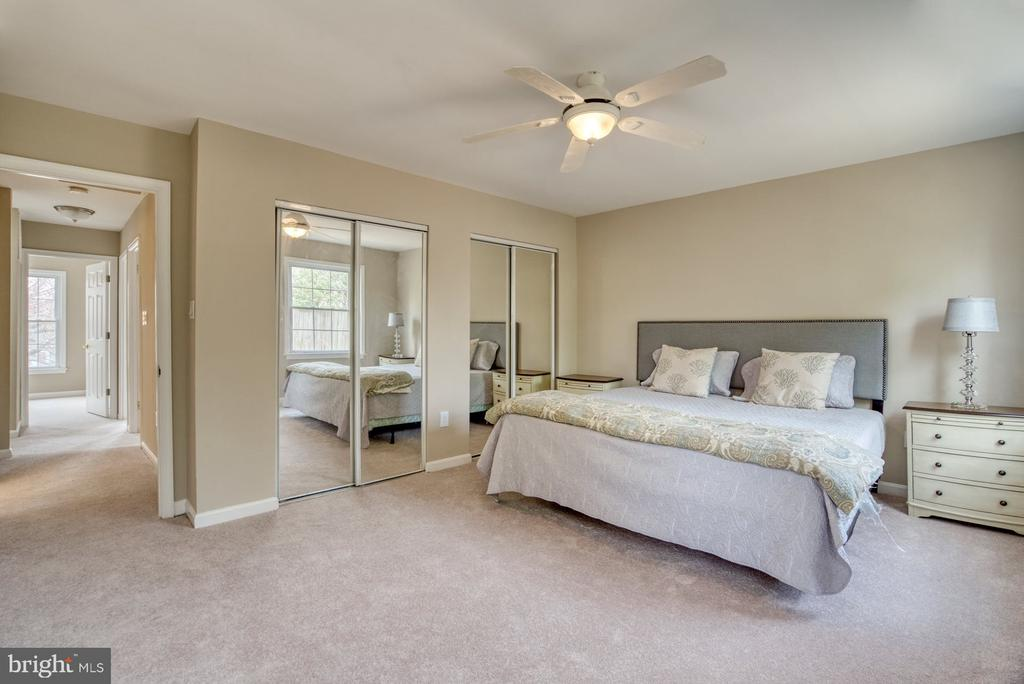 Primary bedroom with ample room for king bed - 7804 ATTLEBORO DR, SPRINGFIELD