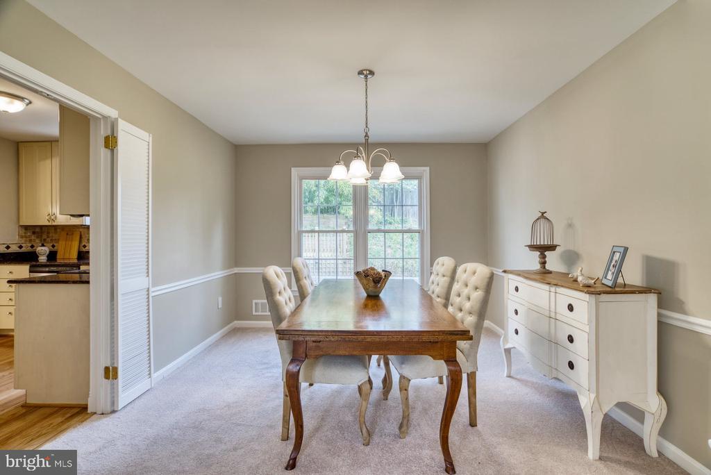 Light-filled dining room - 7804 ATTLEBORO DR, SPRINGFIELD