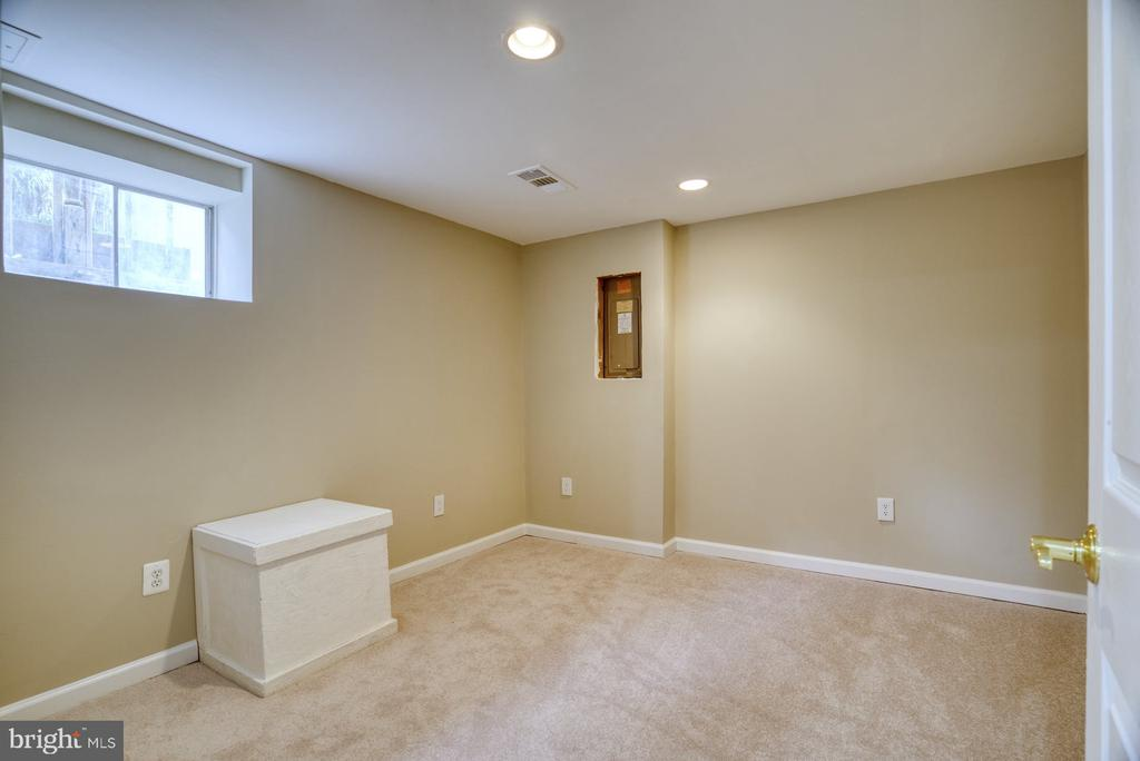 Flex  space-office, craft, exercise room - 7804 ATTLEBORO DR, SPRINGFIELD