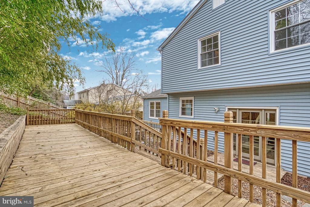 Elevated deck - 7804 ATTLEBORO DR, SPRINGFIELD