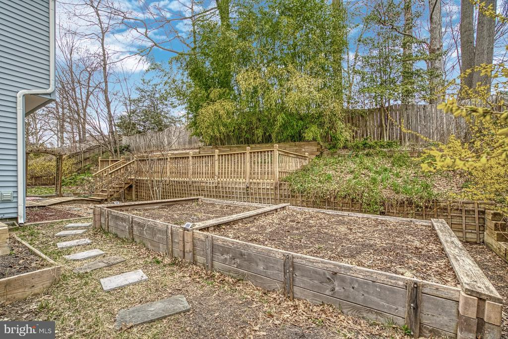 Raised gardens - 7804 ATTLEBORO DR, SPRINGFIELD
