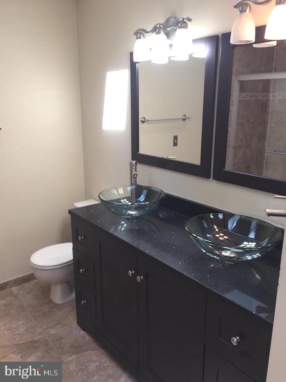 On-suite Primary Bathroom - 37 SETTLERS WAY, STAFFORD