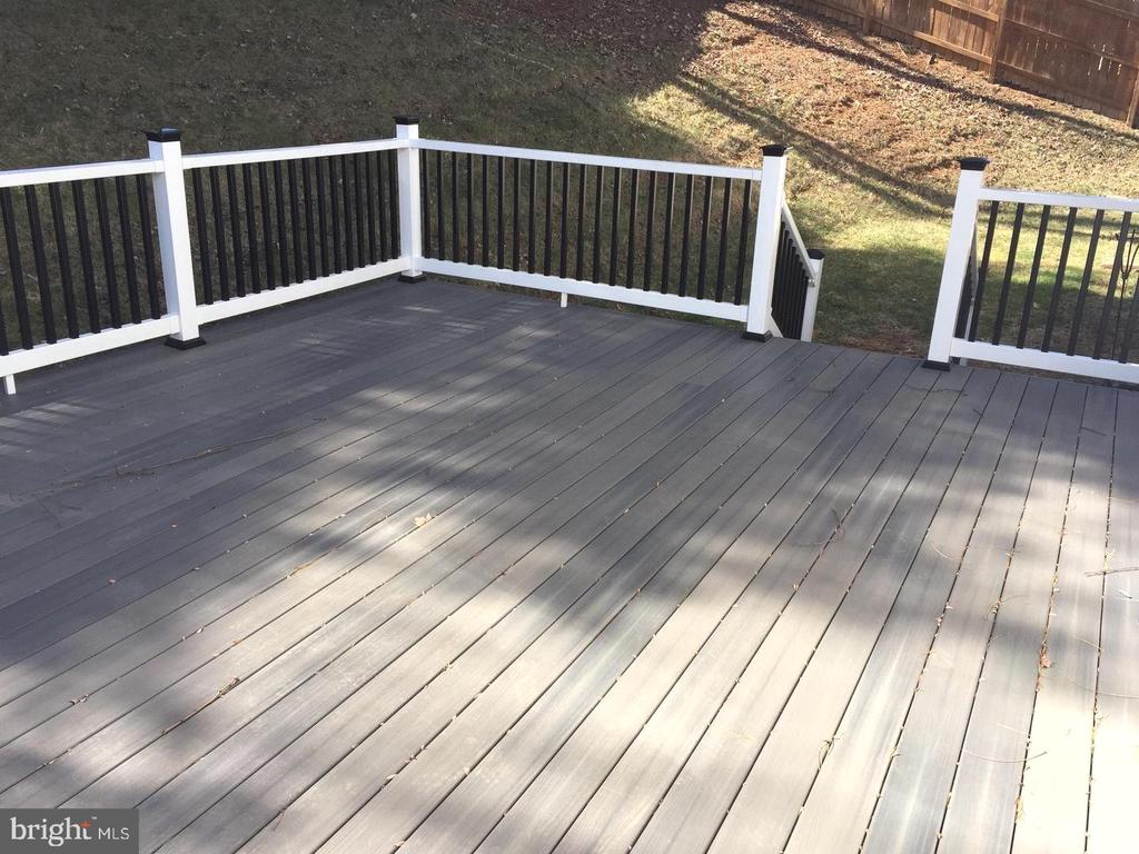 Large rear deck and fenced yard - 37 SETTLERS WAY, STAFFORD