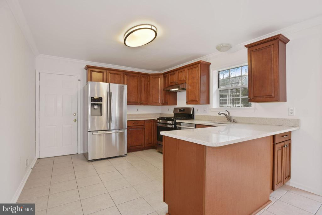 Kitchen - 1510 MEADOW CHASE DR, HERNDON