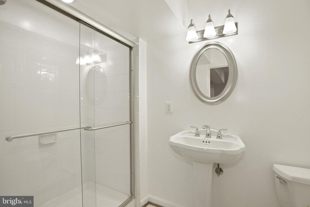 full bath on lower level - 1510 MEADOW CHASE DR, HERNDON