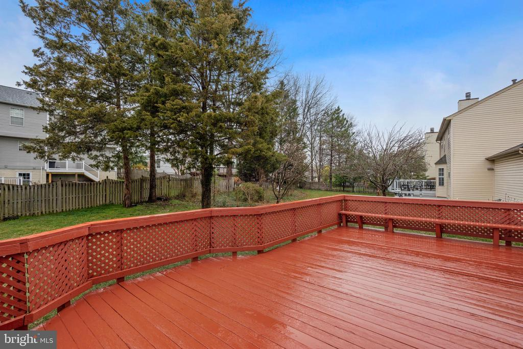 Deck off kitchen and family room - 1510 MEADOW CHASE DR, HERNDON