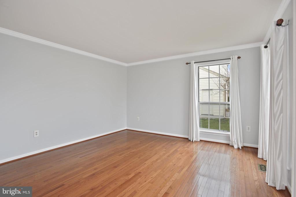 Living room - 1510 MEADOW CHASE DR, HERNDON