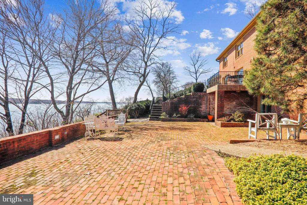Multiple patios for taking in the scenery - 3903 BELLE RIVE TER, ALEXANDRIA