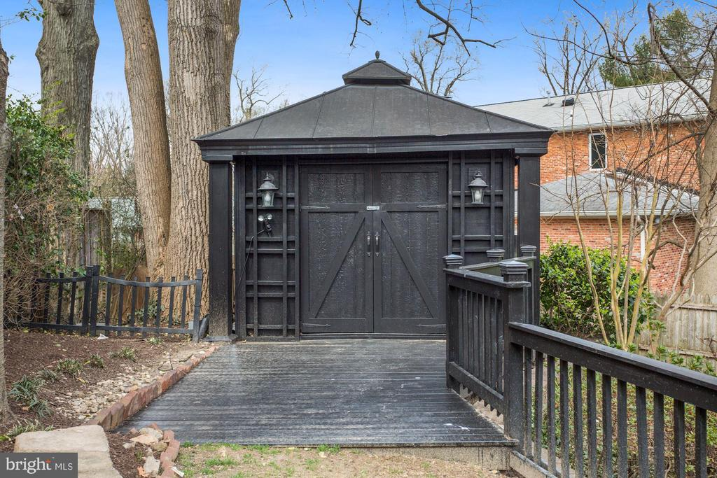 Storage Shed - 2424 N EDGEWOOD ST, ARLINGTON