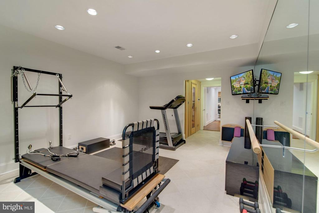 Fitness Room with Sauna - 2424 N EDGEWOOD ST, ARLINGTON