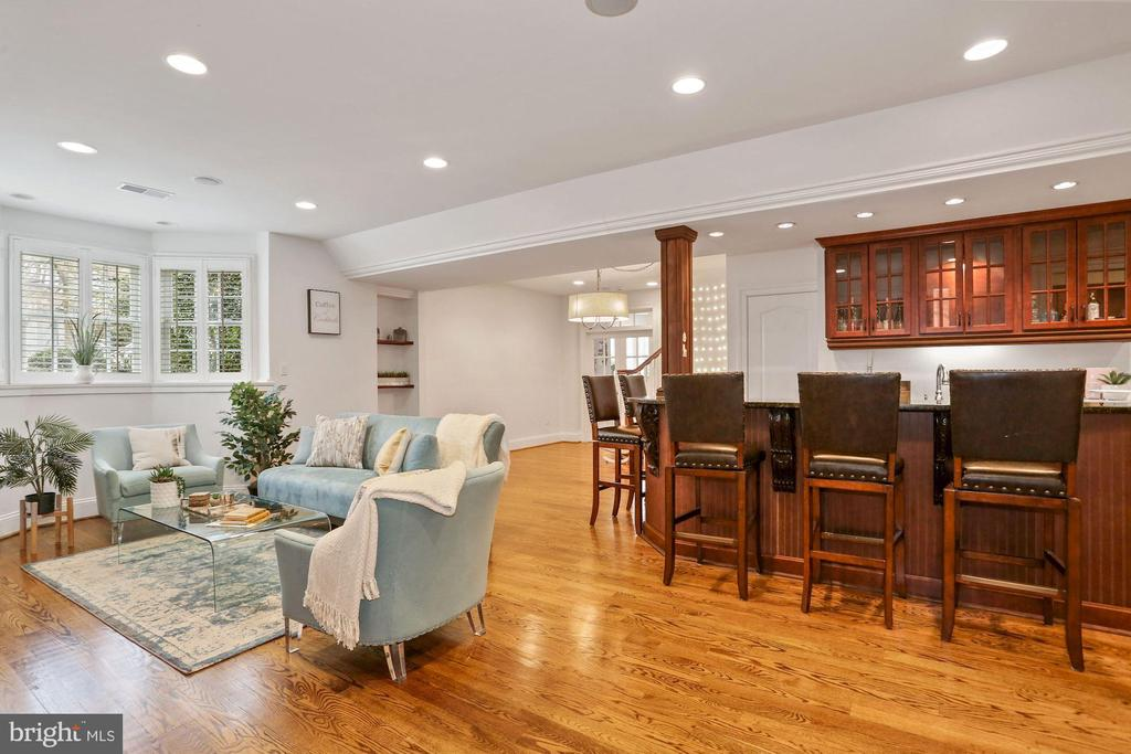 Expansive Lower Level with Wet Bar - 2424 N EDGEWOOD ST, ARLINGTON