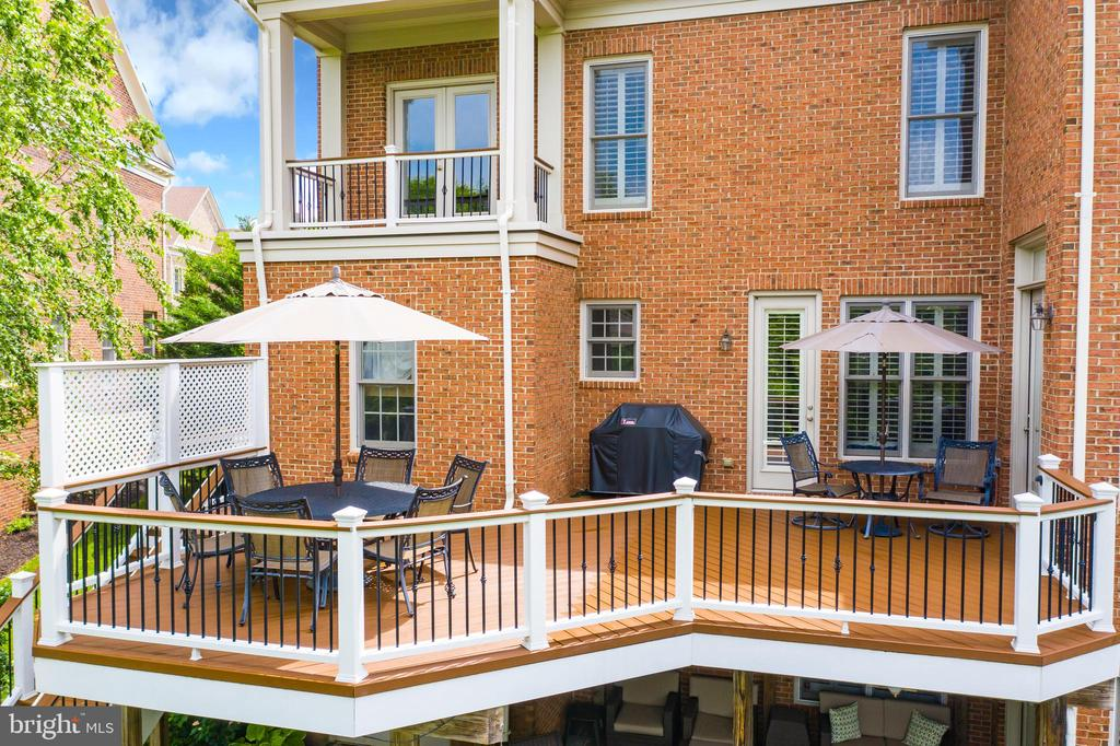 Perfect Place for Grilling and Entertaining - 23037 OLYMPIA DR, BRAMBLETON