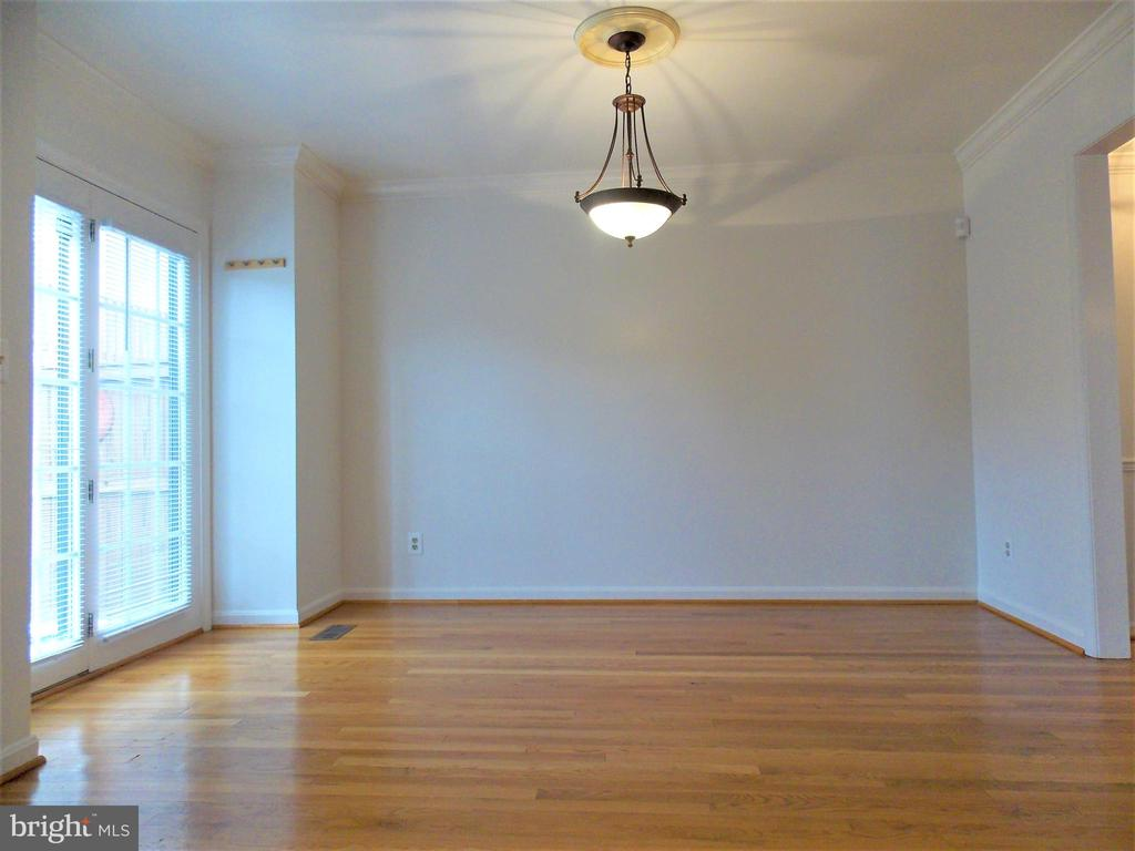 Breakfast Room, walk out to patio - 123 GRETNA GREEN CT, ALEXANDRIA