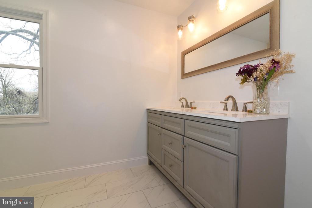 Primary Bathroom - 4624 13TH ST N, ARLINGTON