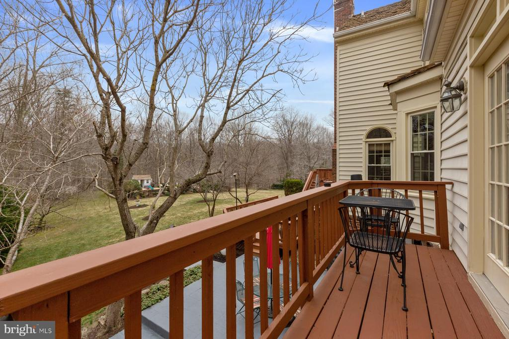 Access to the deck from the Family room - 5722 WINDSOR GATE LN, FAIRFAX