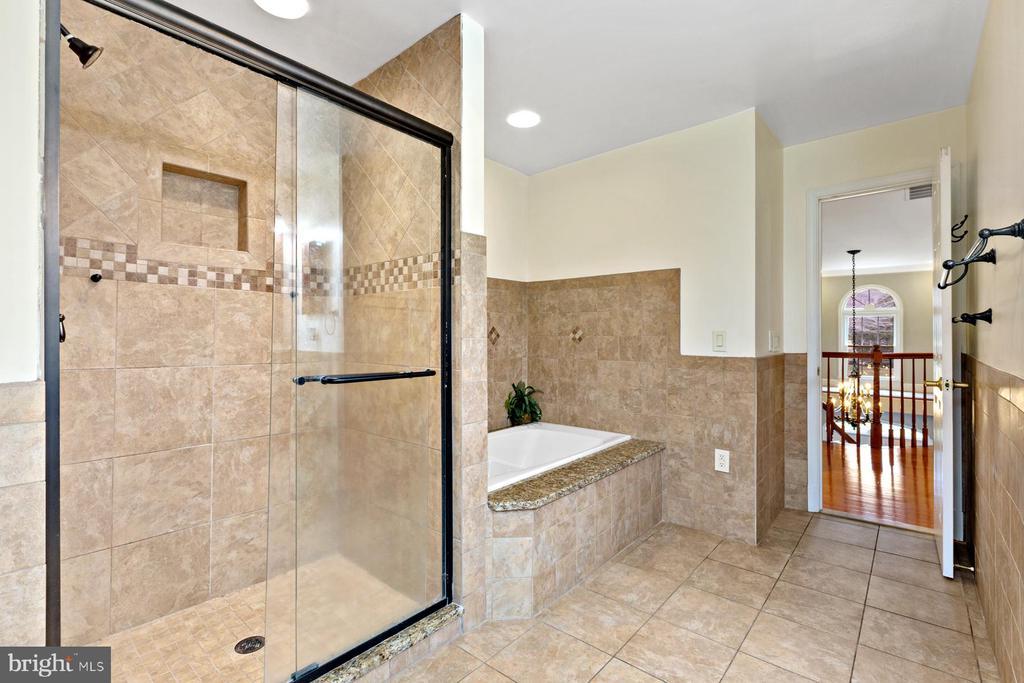 Full Bath - 5722 WINDSOR GATE LN, FAIRFAX