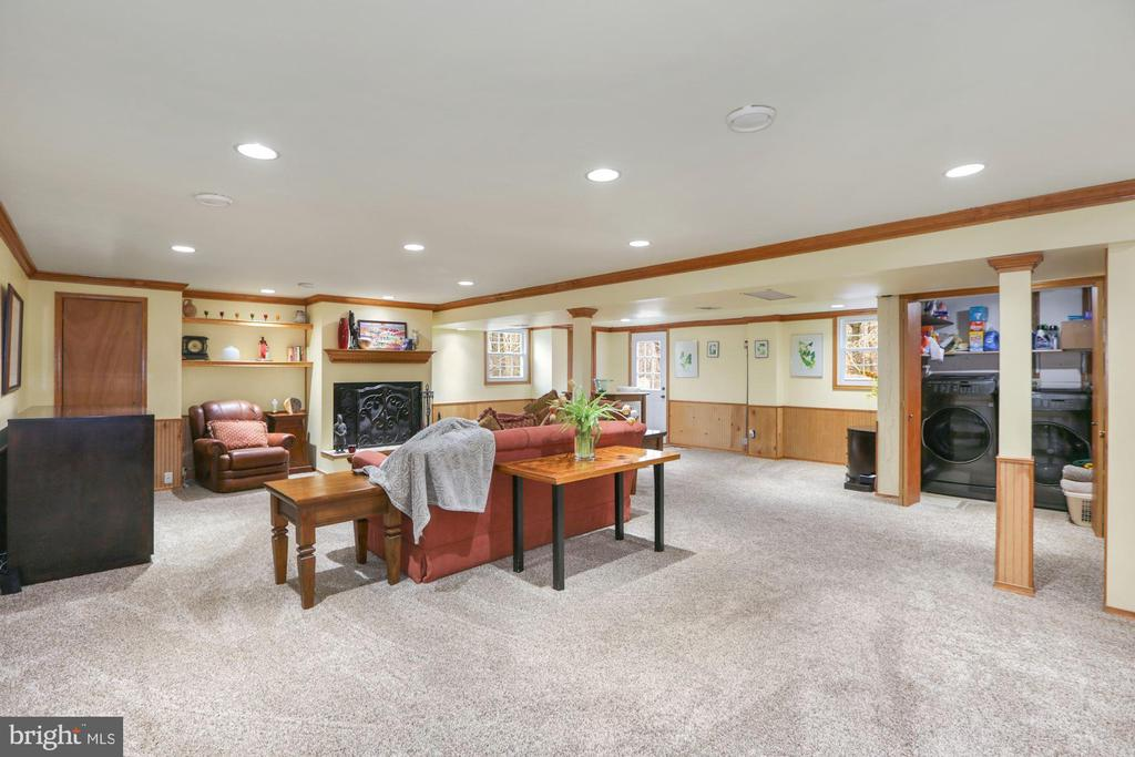 Large entertaining area - 10613 PINEVIEW RD, MANASSAS