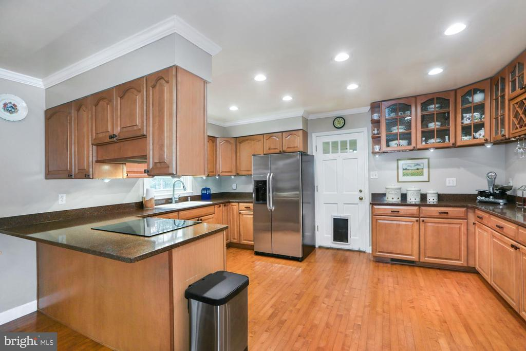 Updated Kitchen with access to garage - 10613 PINEVIEW RD, MANASSAS