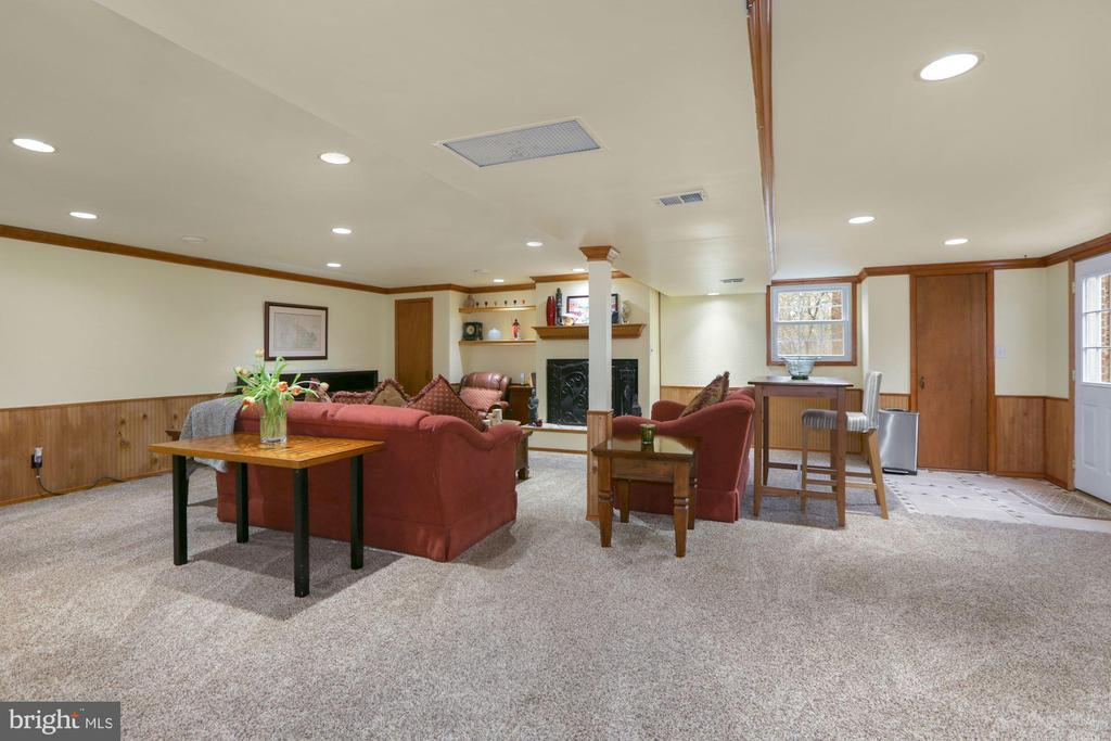 Lower Level Recreation room with fireplace - 10613 PINEVIEW RD, MANASSAS