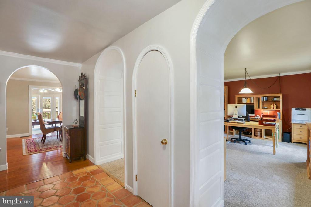 Foyer with arched entries to office/LR and DR - 10613 PINEVIEW RD, MANASSAS