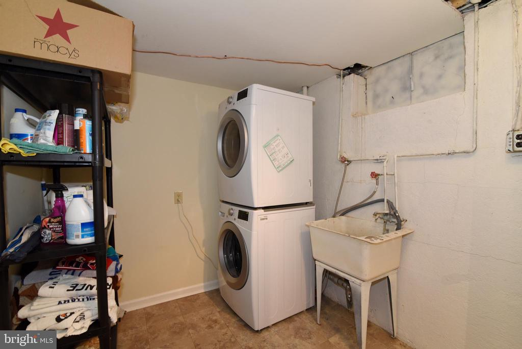 Laundry room - 6306 GENTELE CT, ALEXANDRIA