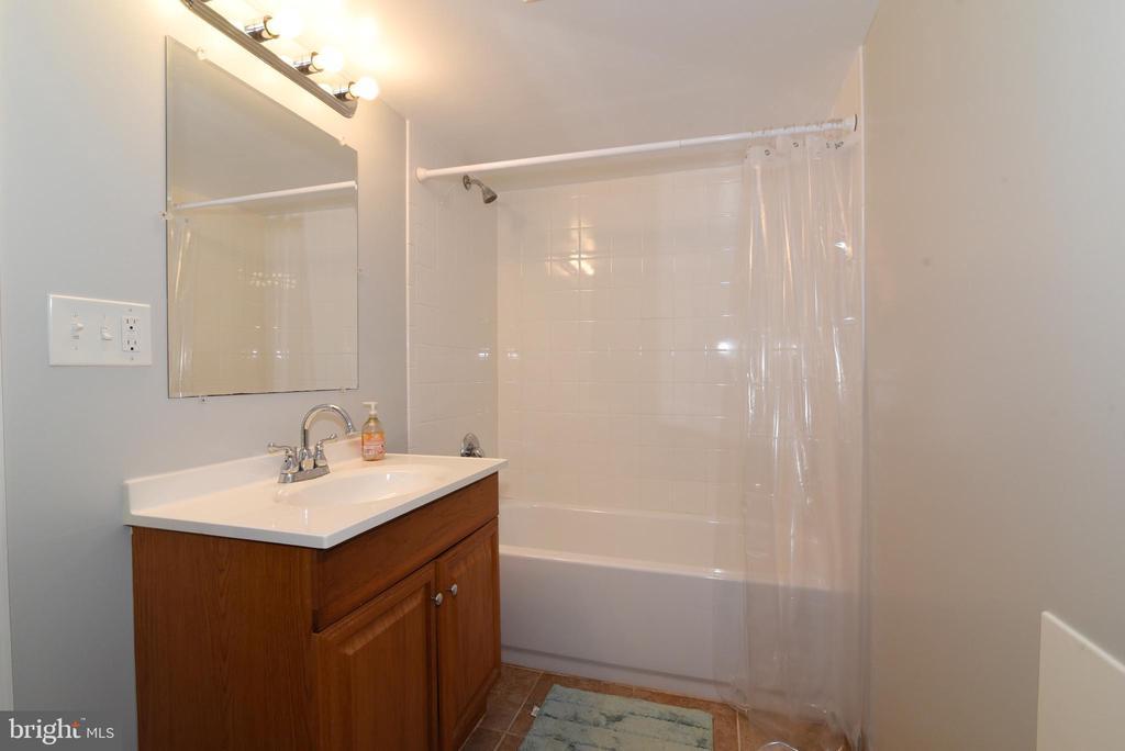 Lower Level full bath - 6306 GENTELE CT, ALEXANDRIA