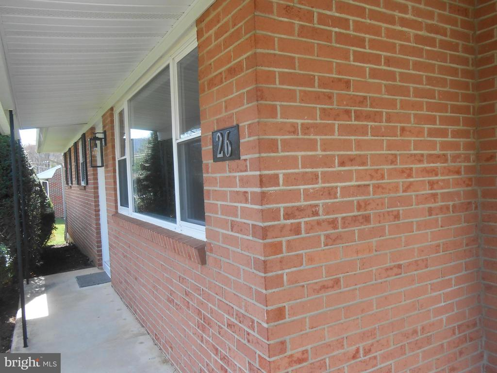Covered front porch - 26 MAPLE AVE, SMITHSBURG