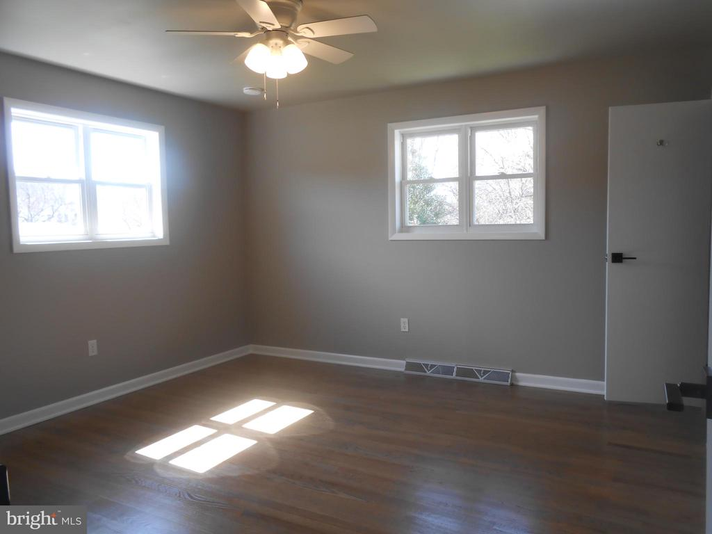Light filled bedroom in rear of house - 26 MAPLE AVE, SMITHSBURG