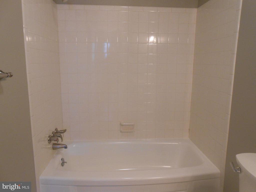 NEWLY finished tub & Tile - 26 MAPLE AVE, SMITHSBURG
