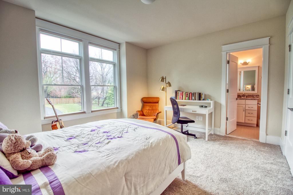 2nd floor bedroom2 - 405 NELSON DR NE, VIENNA