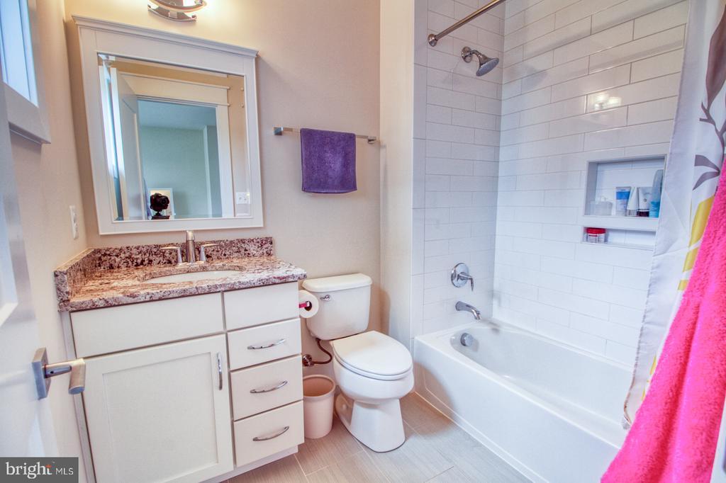 2nd floor bathroom2 - 405 NELSON DR NE, VIENNA